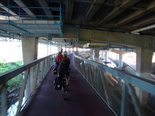 melboune cycle lane under freeway